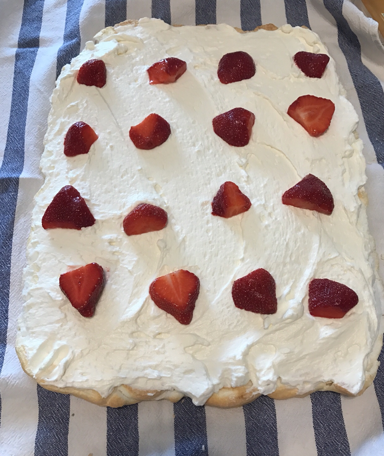 Picture of sugar free pavlova with strawberries