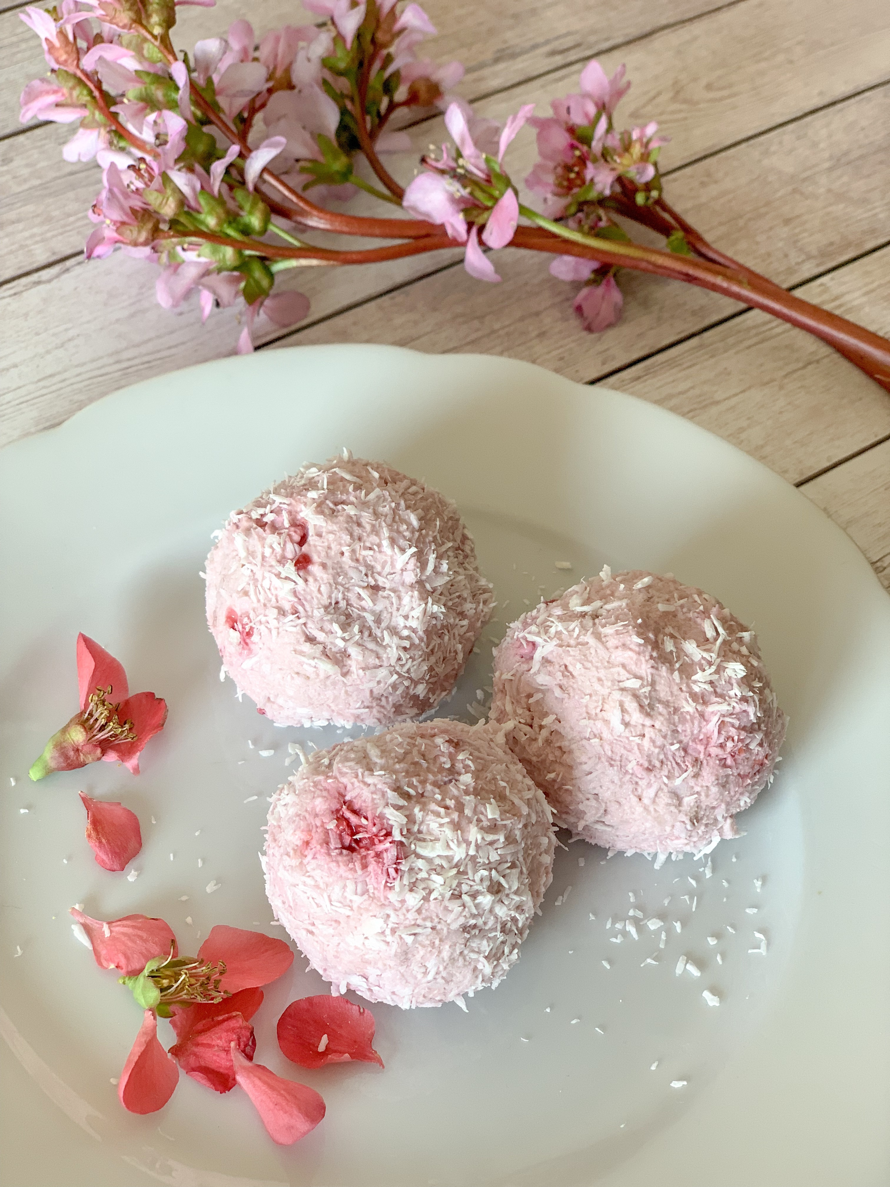 Picture of keto fat bombs with raspberries and mascarpone