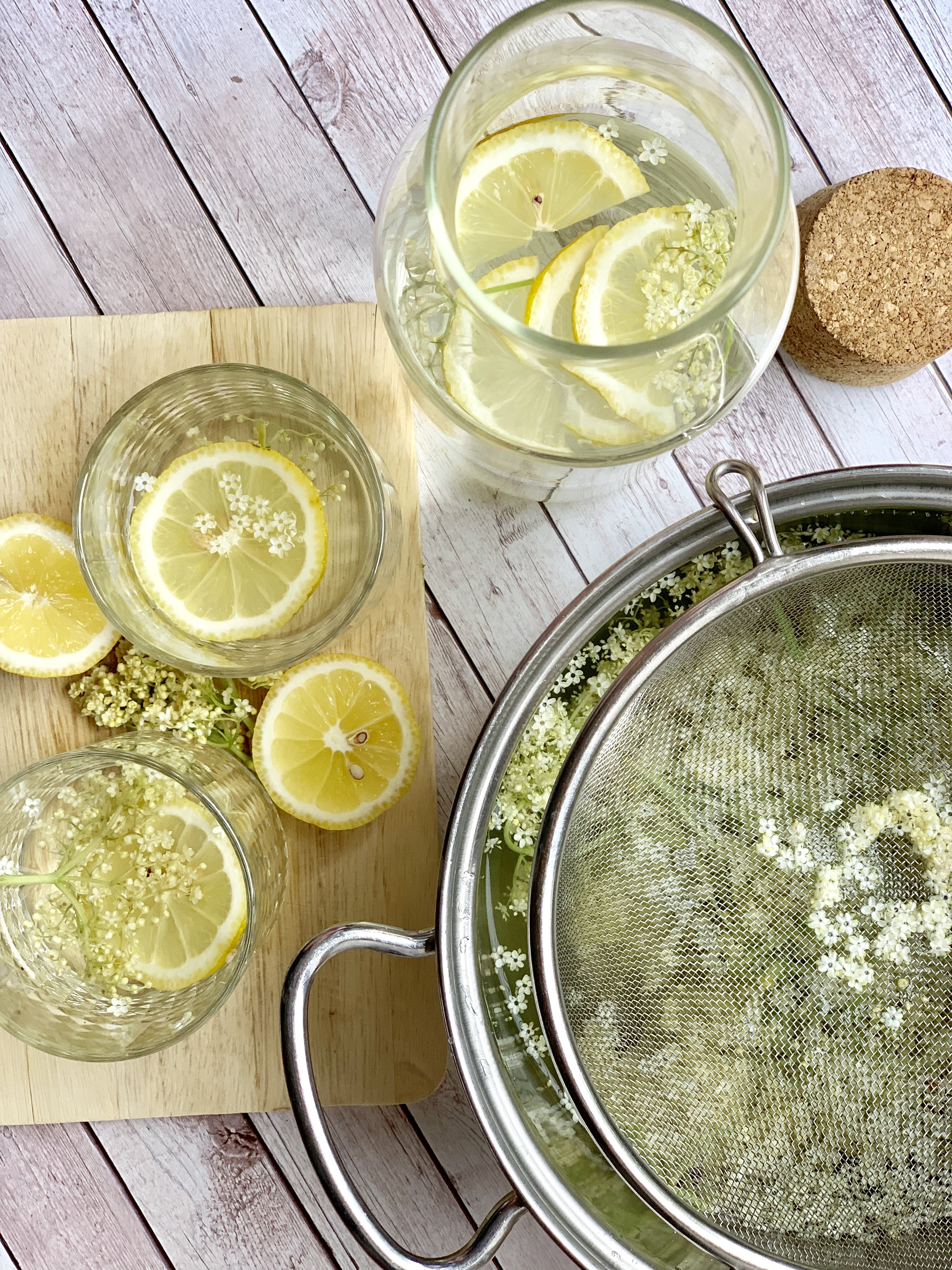 Picture of a procedure to make elderflower syrup