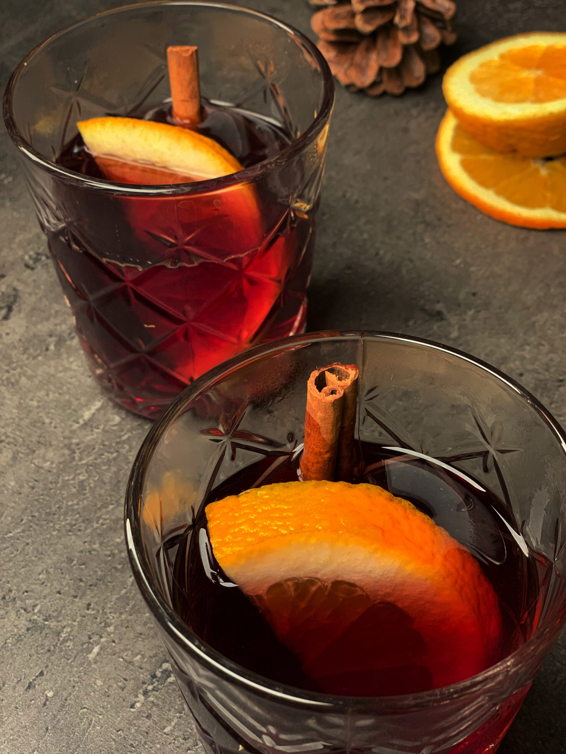 Picture of keto cocktail with hot mulled wine and gin