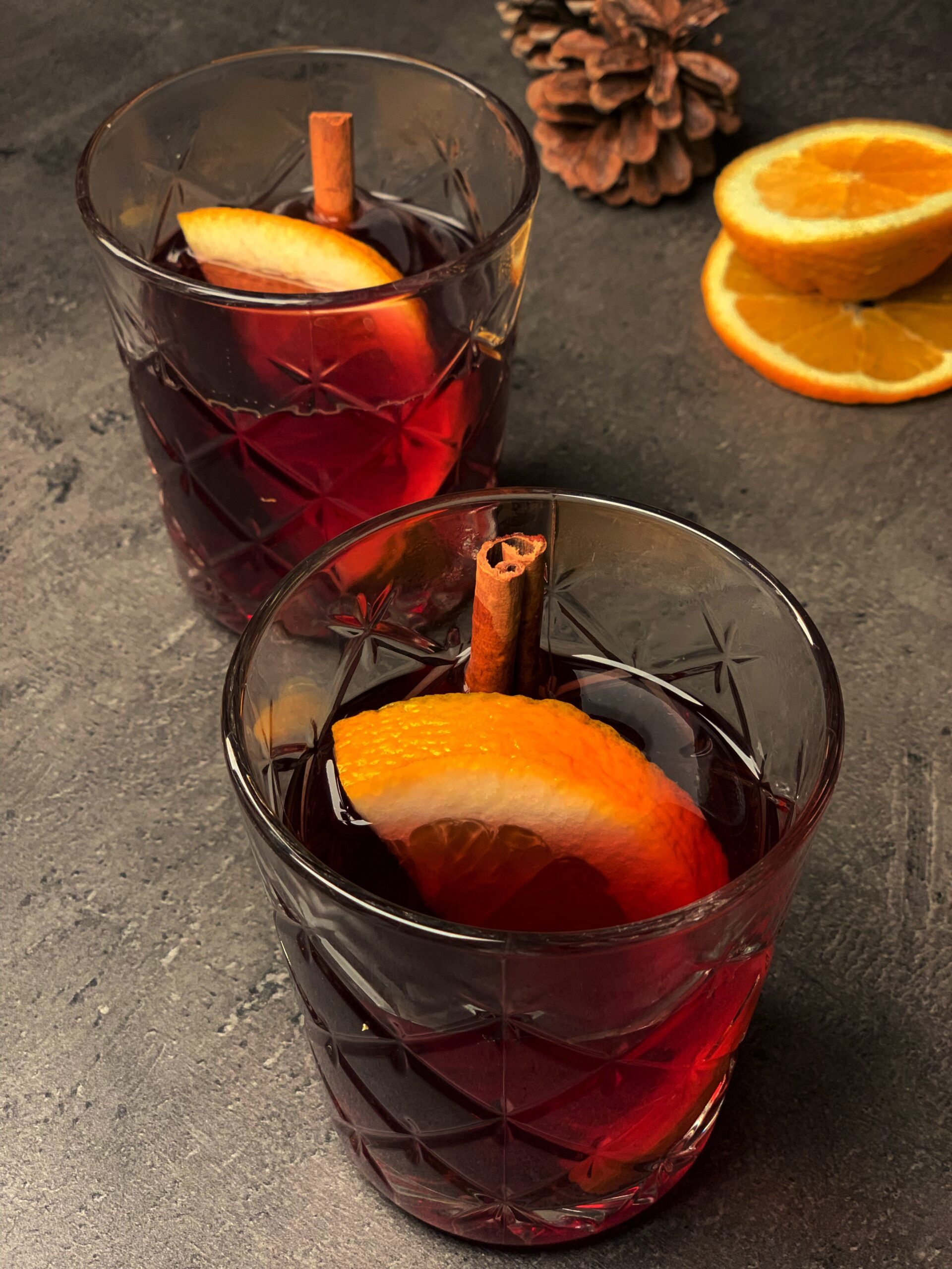 Picture of 2 glasses of keto cocktail with sugar free mulled wine and gin