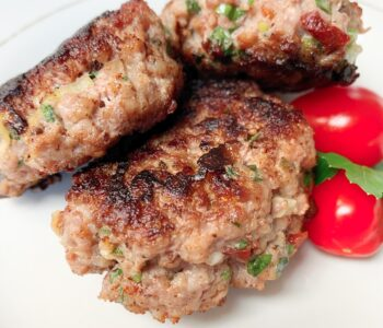 Picture of breakfast sausages with sun dried tomatoes, basil and parsley