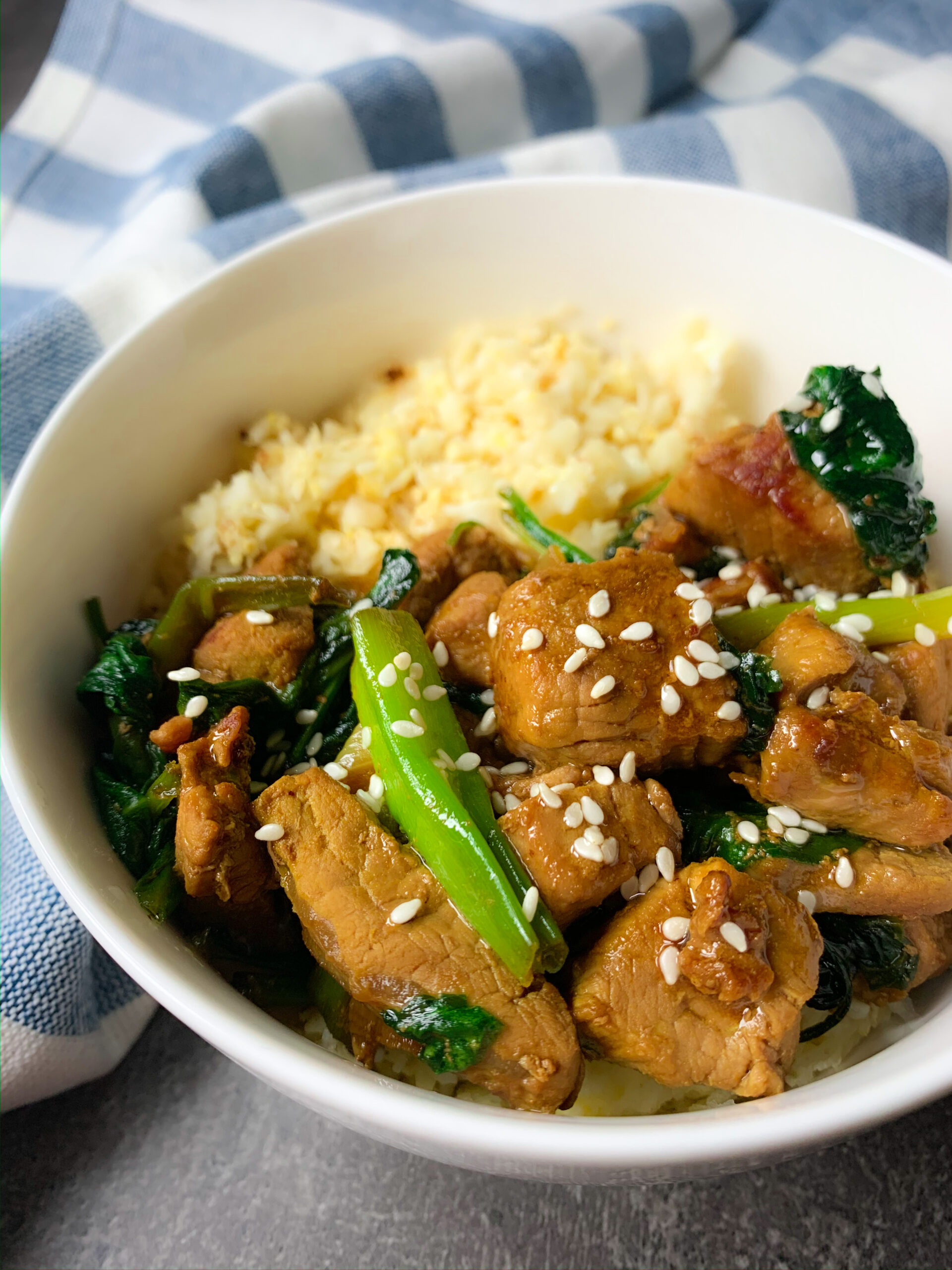 Low carb pork tenderloin with spinach and oyster sauce in Thai style