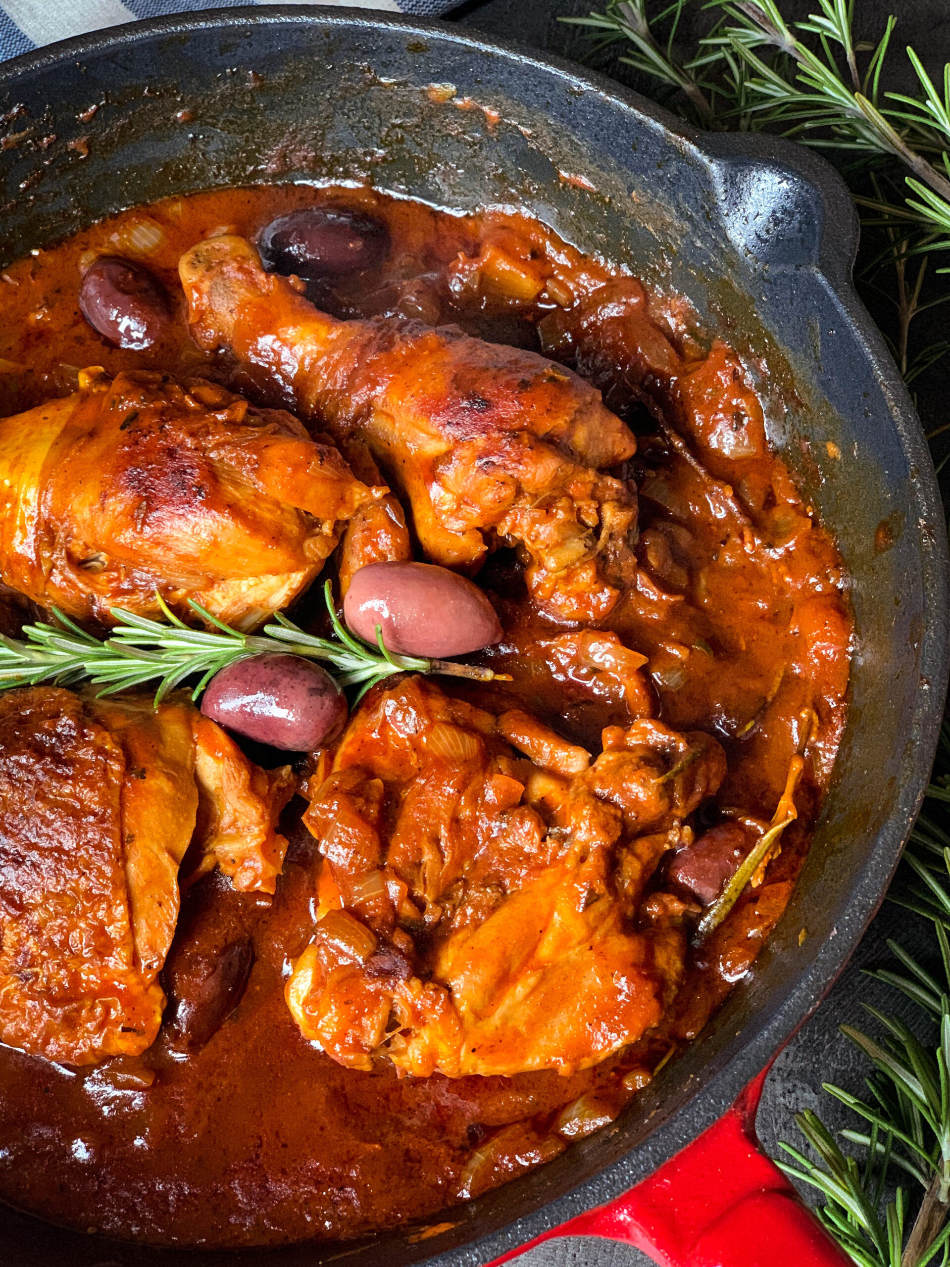 Picture of Mediterranean chicken in Dalmatian sauce with wine, tomato, rosemary, cloves and olives