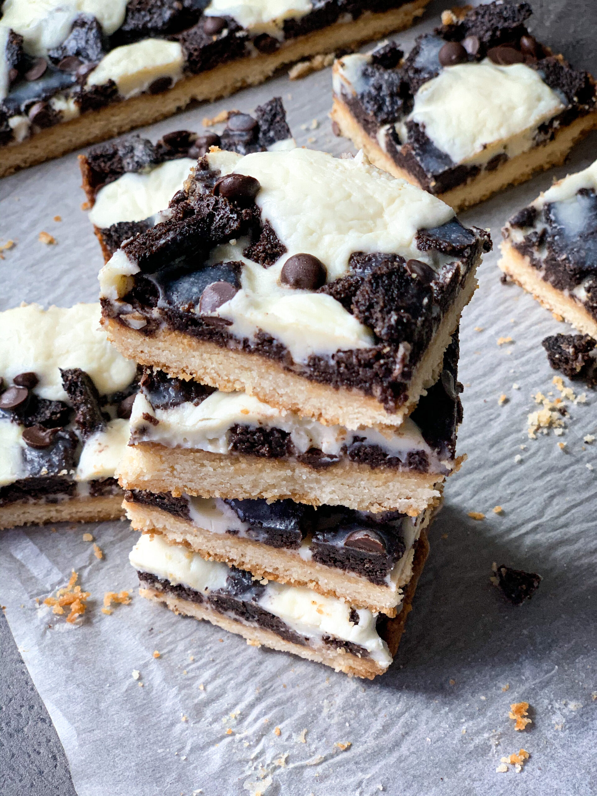 Picture of keto magic cheesecake cookie bars with Oreo topping