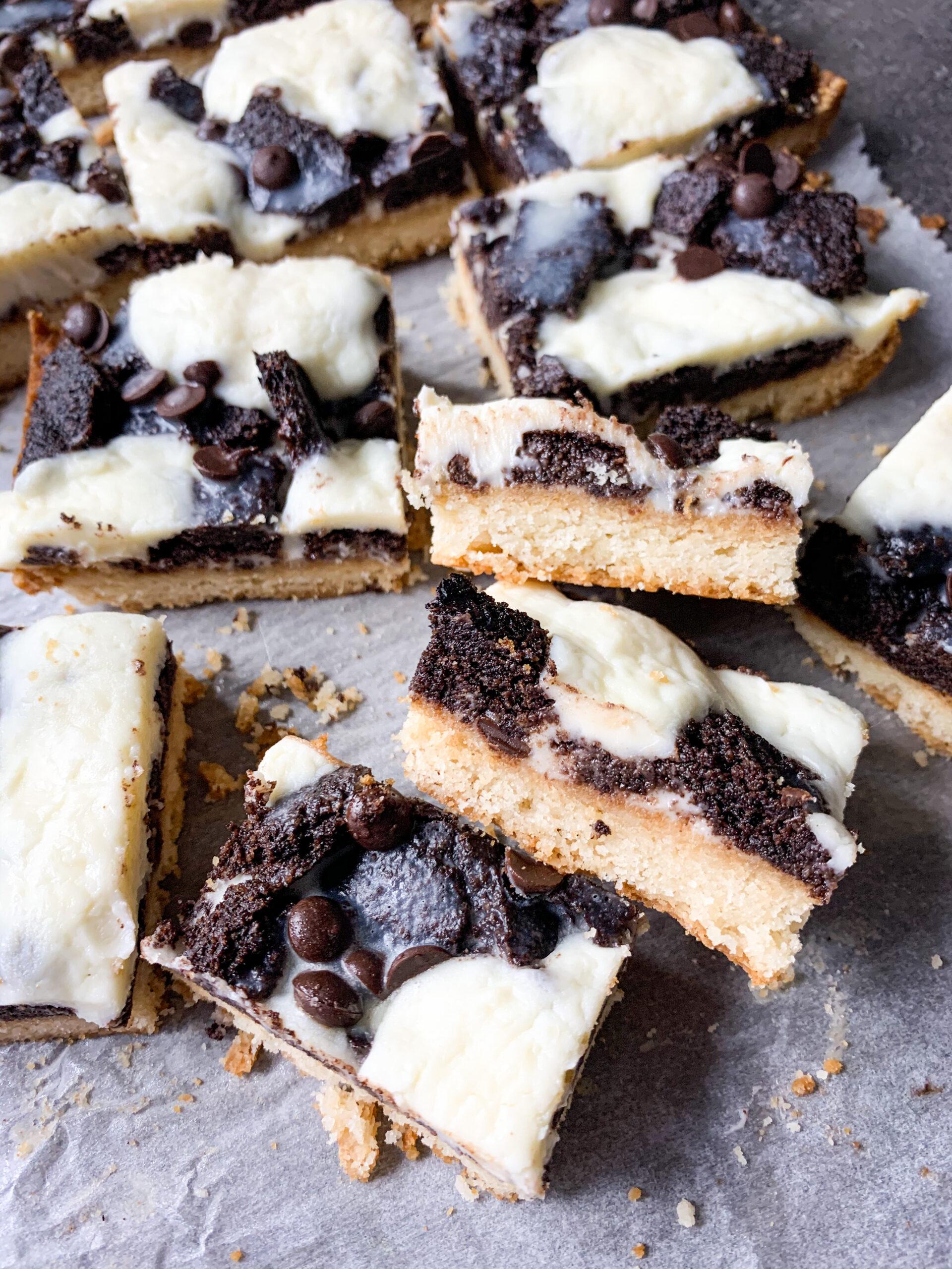 Picture of Keto Oreo cheesecake magic cookie bars