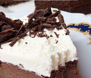 Picture of keto chocolate cheesecake with dark chocolate cream on top