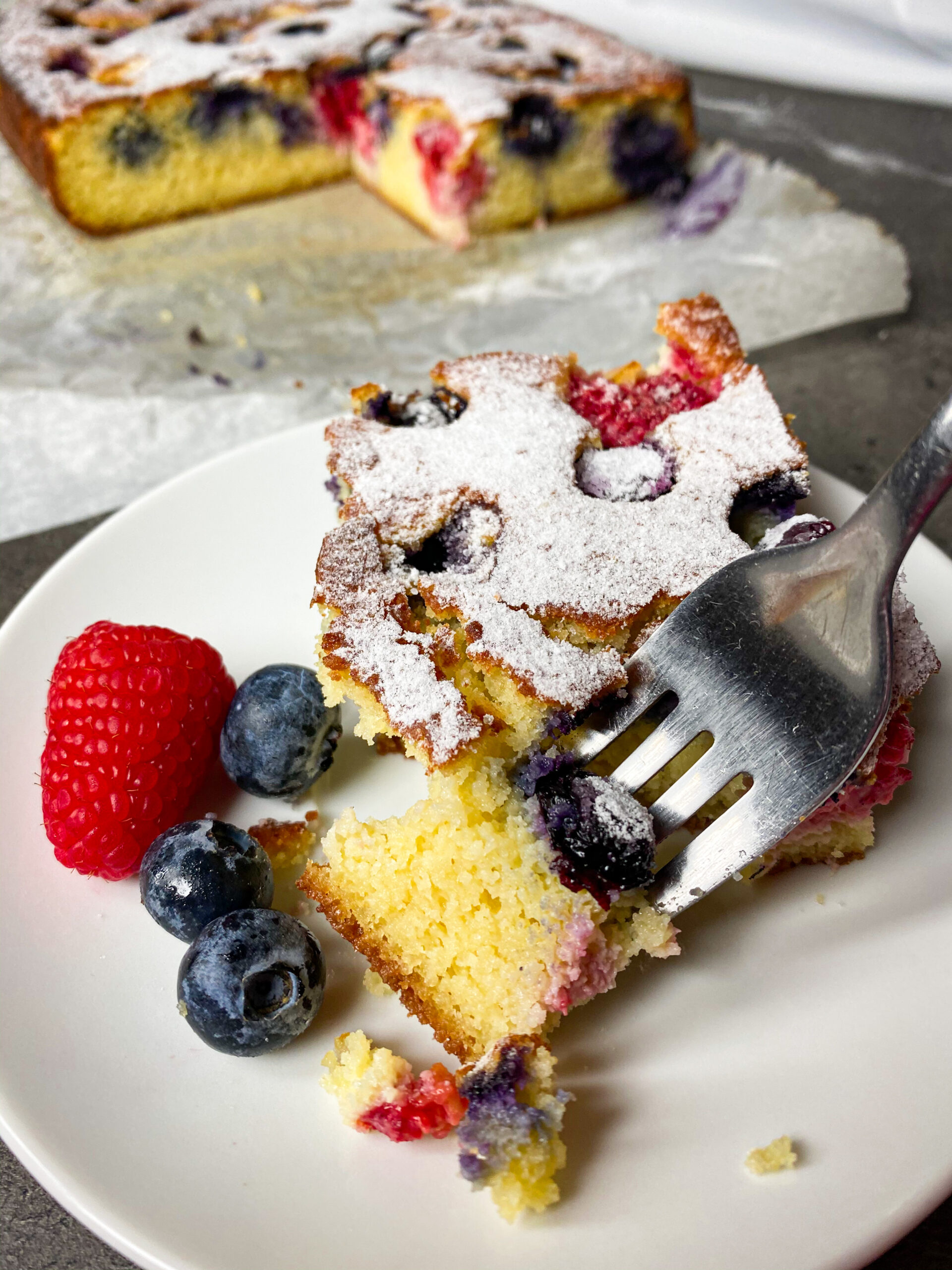 Picture of low carb butter cake with berries