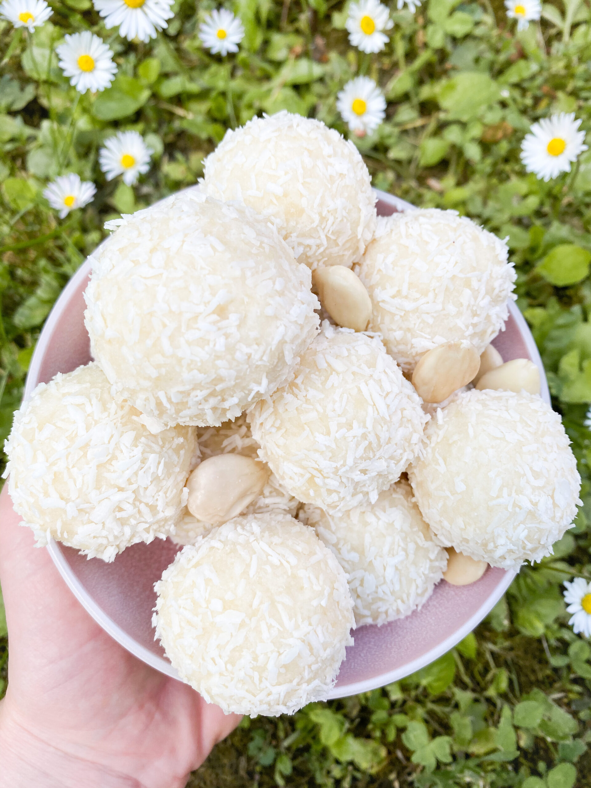 Picture of keto coconut energy balls